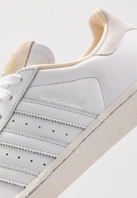 adidas Originals - SUPERSTAR - Sneakers laag - footwear white/crystal white - 8