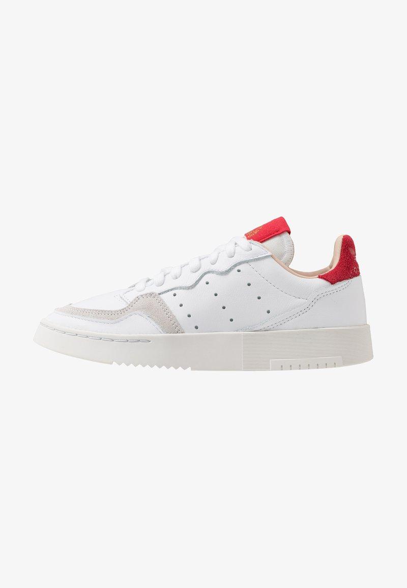 adidas Originals - SUPERCOURT - Sneakersy niskie - footwear white/scarlet