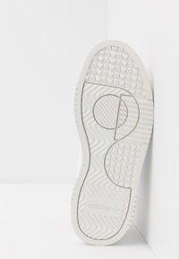 adidas Originals - SUPERCOURT - Baskets basses - footwear white/scarlet - 4