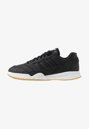 A.R. TRAINER - Sneakers laag - core black/footwear white