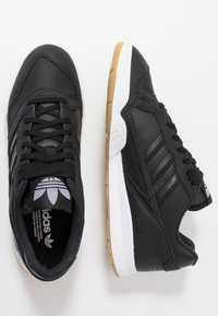 adidas Originals - A.R. TRAINER - Sneakers laag - core black/footwear white - 1
