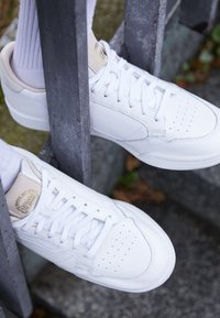 adidas Originals - CONTINENTAL 80 - Trainers - footwear white/crystal white - 7