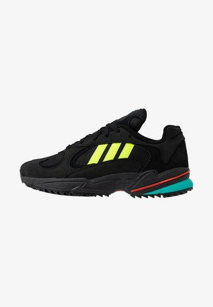 YUNG-1 TRAIL - Zapatillas - core black/solar yellow/aqua
