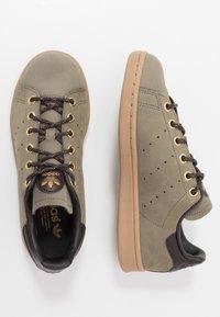 adidas Originals - STAN SMITH - Tenisky - trace cargo/mesa/night brown - 1