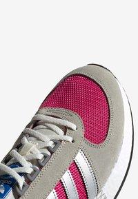 adidas Originals - MARATHON TECH - Trainers - red - 3