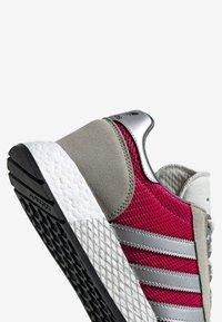 adidas Originals - MARATHON TECH - Trainers - red - 4