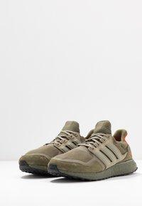 adidas Originals - ULTRABOOST S&L - Sneakersy niskie - raw khaki/trace cargo/solar red - 2