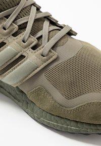 adidas Originals - ULTRABOOST S&L - Sneakersy niskie - raw khaki/trace cargo/solar red - 5