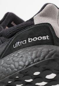 adidas Originals - ULTRABOOST S&L - Tenisky - core black/carbon/light granite - 5