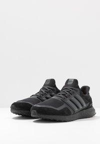 adidas Originals - ULTRABOOST S&L - Tenisky - core black/carbon/light granite - 2