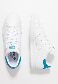 adidas Originals - STAN SMITH STREETWEAR-STYLE SHOES - Zapatillas - footwear white/active teal - 1