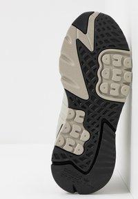 adidas Originals - NITE JOGGER - Sneakers laag - sesame/raw khaki - 4