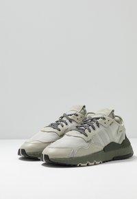 adidas Originals - NITE JOGGER - Sneakers laag - sesame/raw khaki - 2