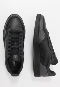 adidas Originals - SUPERCOURT - Baskets basses - core black/dough solid grey - 1