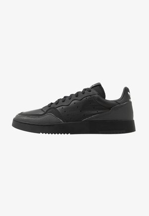 SUPERCOURT - Matalavartiset tennarit - core black/dough solid grey
