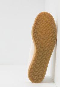 adidas Originals - GAZELLE - Baskets basses - beige - 4