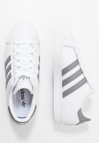 adidas Originals - COAST STAR - Matalavartiset tennarit - footwear white/grey three - 1