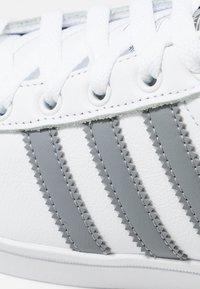 adidas Originals - COAST STAR - Matalavartiset tennarit - footwear white/grey three - 5