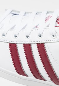 adidas Originals - COAST STAR - Sneakers laag - footwear white/collegiate burgundy - 5