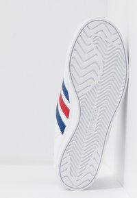 adidas Originals - COAST STAR - Sneakers basse - footwear white/collegiate royal/scarlet - 4