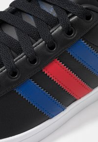 adidas Originals - COAST STAR - Sneaker low - core black/collegiate royal/scarlet - 5