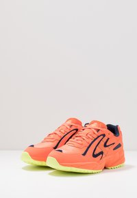 adidas Originals - YUNG 96 CHASM TRAIL - Tenisky - hi-res coralle/semi coralle/hi-res yellow - 2