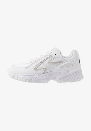 YUNG-96 CHASM TRAIL - Matalavartiset tennarit - footwear white/crystal white/core black