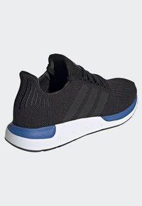 adidas Originals - SWIFT RUN SHOES - Sneakers basse - black - 3