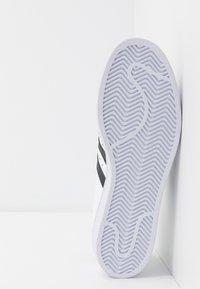 adidas Originals - SUPERSTAR - Sneakers laag - footwear white/core black - 4