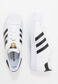 adidas Originals - SUPERSTAR - Sneakers laag - footwear white/core black - 1