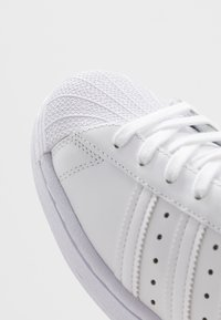 adidas Originals - SUPERSTAR - Matalavartiset tennarit - footwear white - 5