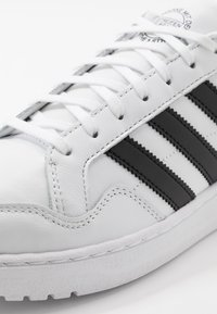 adidas Originals - TEAM COURT - Matalavartiset tennarit - ftwwht/cblack/ftwwht - 5