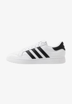 TEAM COURT - Matalavartiset tennarit - footware white/core black