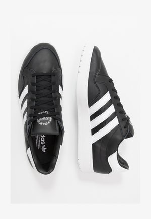 TEAM COURT - Joggesko - core black/footwear white