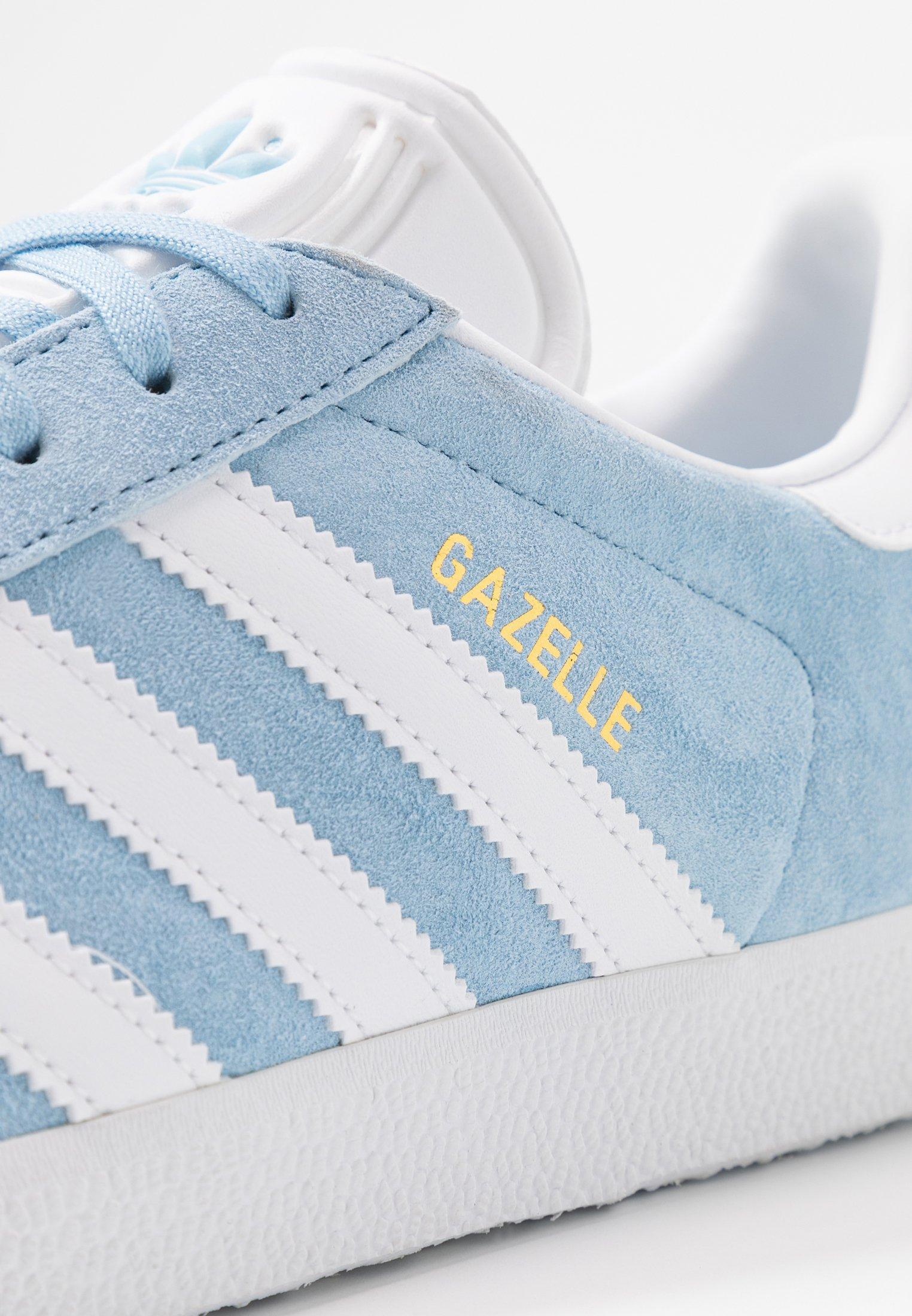 adidas Originals GAZELLE - Sneakersy niskie - clear sky/footwear white/gold metallic