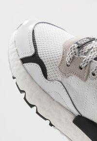 adidas Originals - NITE JOGGER - STAR WARS - Sneakers laag - footwear white/core black - 6