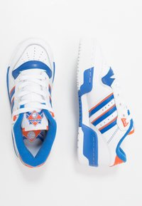 adidas Originals - RIVALRY - Zapatillas - footwear white/blue/orange - 1