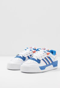 adidas Originals - RIVALRY - Zapatillas - footwear white/blue/orange - 2