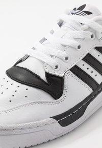 adidas Originals - RIVALRY  - Matalavartiset tennarit - footwear white/core black - 5