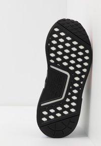 adidas Originals - NMD_R1.V2 - Matalavartiset tennarit - core black/carbon - 4
