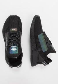 adidas Originals - NMD R1.V2 - Sneakers basse - core black - 1