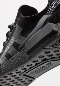 adidas Originals - NMD R1.V2 - Sneakers laag - core black - 5