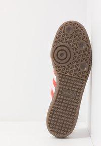 adidas Originals - SAMBA - Sneakers - footwear white/trace scarlet/clear granite - 4
