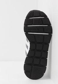 adidas Originals - SWIFT RUN - Trainers - grey three/footwear white/core black - 4
