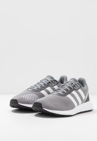 adidas Originals - SWIFT RUN - Trainers - grey three/footwear white/core black - 2