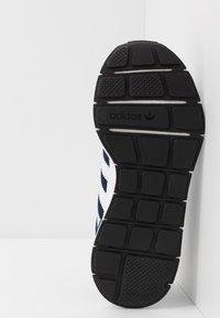 adidas Originals - SWIFT RUN - Sneakers - collegiate navy/footwear white/core black - 4