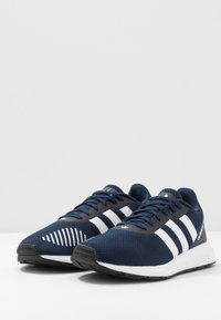 adidas Originals - SWIFT RUN - Sneakers - collegiate navy/footwear white/core black - 2