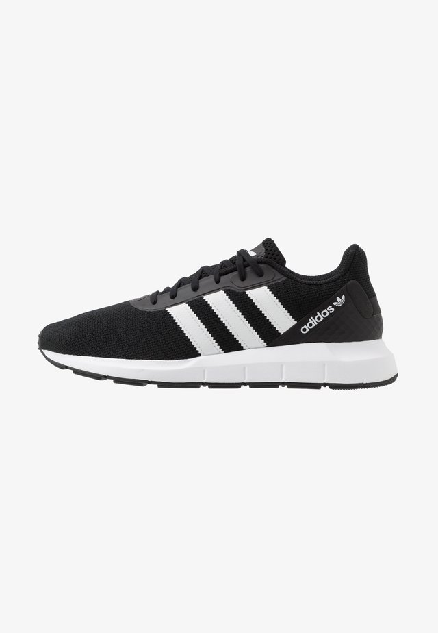 SWIFT RUN - Matalavartiset tennarit - core black/footwear white