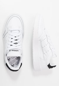 adidas Originals - SUPERCOURT - Sneakers laag - footwear white/core black - 2