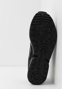 adidas Originals - ZX FLUX - Sneakers - core black - 4